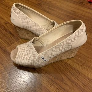 Woven TOMS peep toe wedges